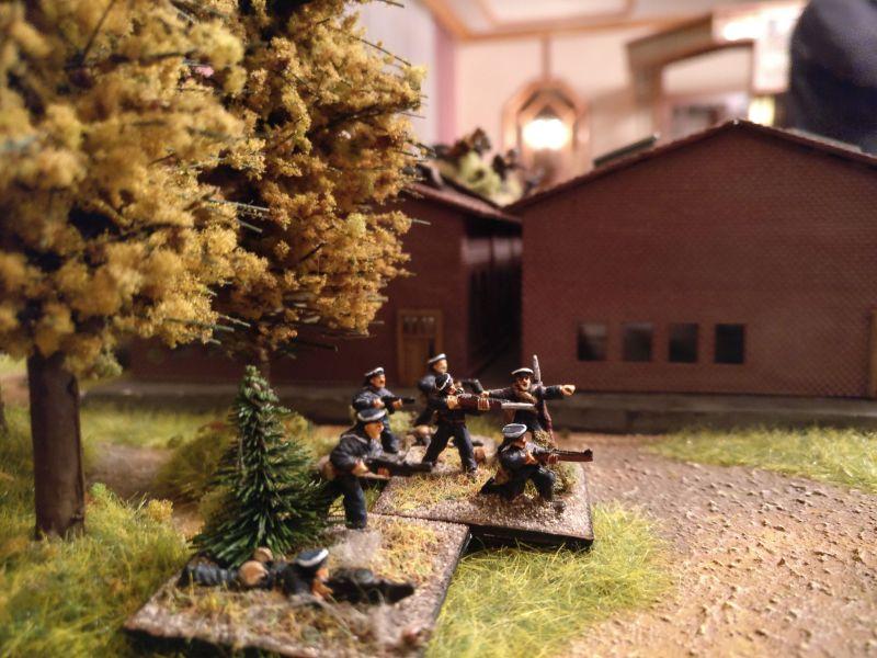 Die Truppen seitlich des Hallenvorfeldes können  nur minimal in das Geschehen eingreifen.