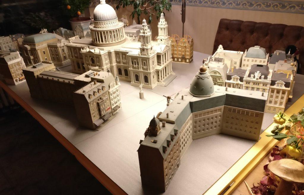 """So hatten wir uns Königsberg im ersten Anlauf """"neu vorgestellt"""". Die großen Gebäude stehen doch etwas eng beieinander. Wir kamen von dieser Variante schnell wieder ab."""