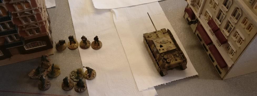 Der Jagdpanzer IV hat in der Ziegelgasse Stellung bezogen.
