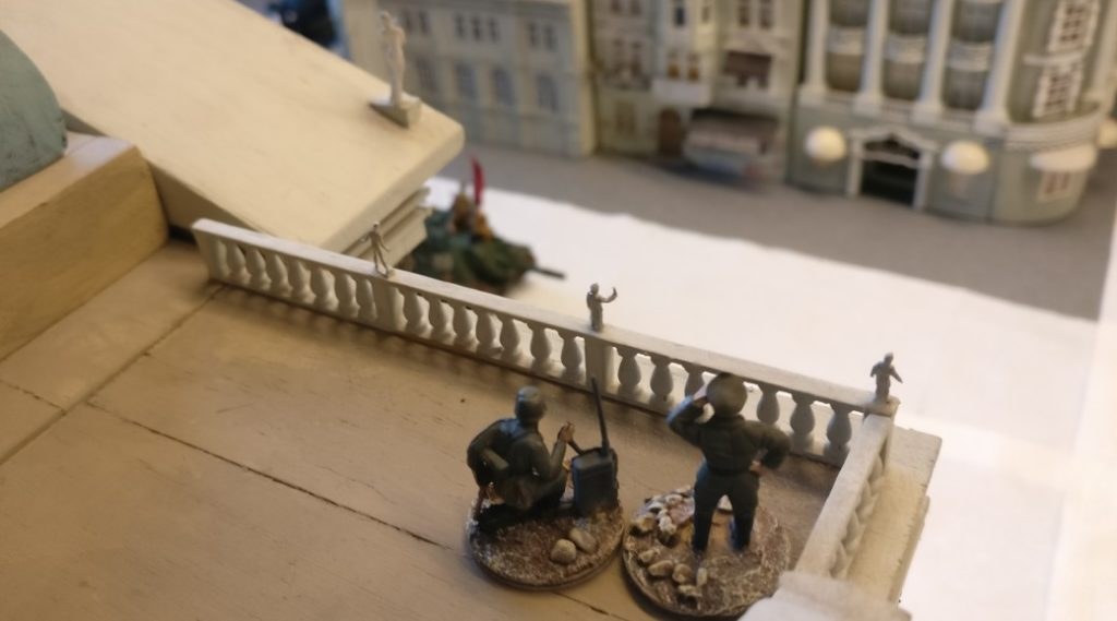 Ein weiterer Artilleriebeobachtungstrupp auf dem Dach des Prussia Museums.