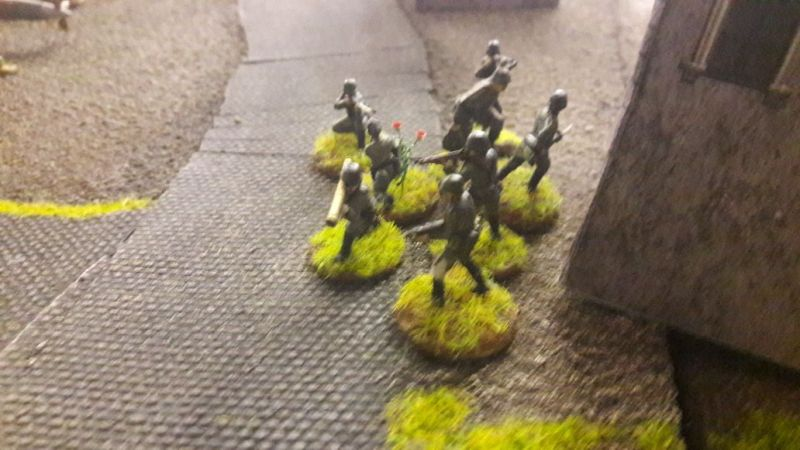 Die alarmierten Wehrmachtssoldaten.