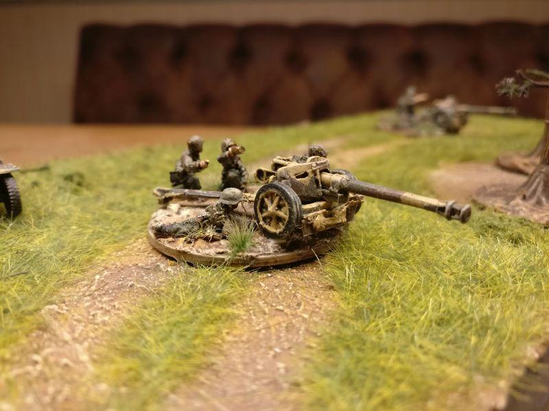 Die eine 7.5cm Pak 40, auf T-34 wartend...