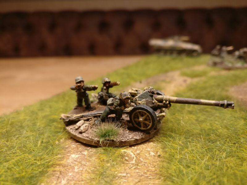 Die andere 7.5cm Pak 40, auf KV-I wartend...
