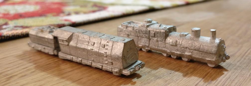 Wuchtig sind sie, die beiden Lokomotiven der Panzerzüge von den Heroics & Ros Armored Trains.
