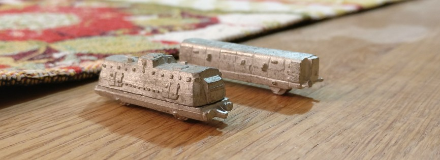 Wieder Mannschaftswagen mit ablastbaren Infanteristen an Bord in den Panzerzügen von den Heroics & Ros Armored Trains.