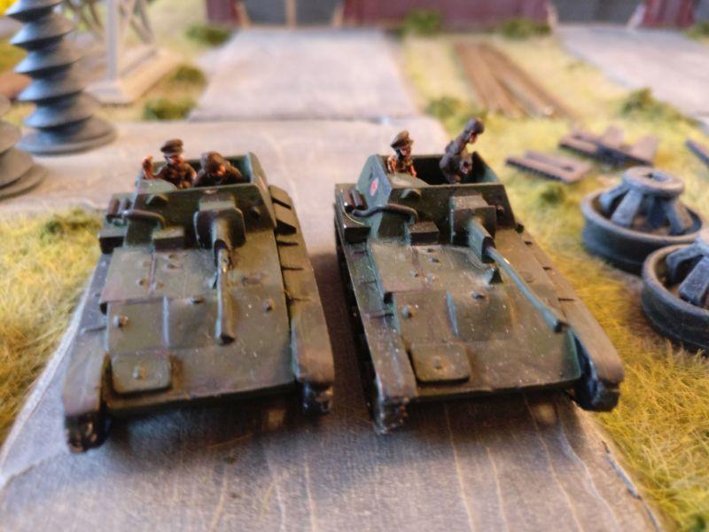 Zwei SU-76 Panzerjäger