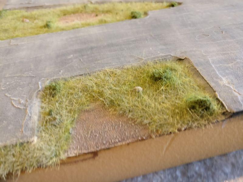 """Das Gras wurde hier  noch mit """"314 Beige"""" bemalt. So wirken die Spitzen bei Gegenlicht nicht so plastikartig und auch ein wenig verdorrt, wie es im späten Sommer oftmals der Fall ist."""