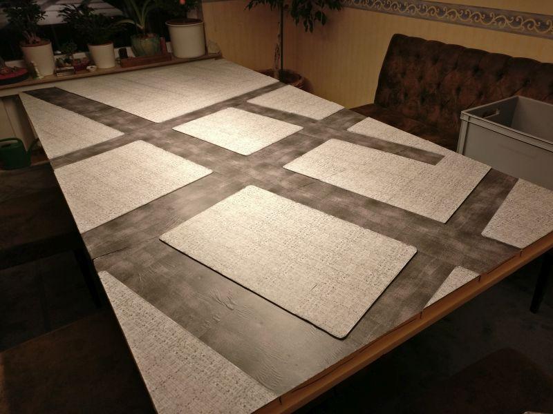 Fertig! Alle vier Segmente liegen auf dem Tisch. Jetzt kommen die Aufbauten.