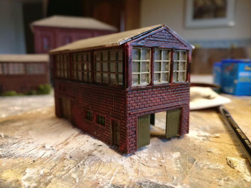 Das Gebäude muss gut Trocknen, bevor die nächsten Farbschichten aufgebracht werden.