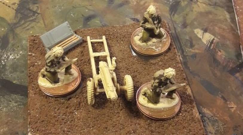 Dominic entwickelt derzeit... nahezu ALLES ! Basen mit Mulden für seine 20mm-Minis sind dabei. Britische Paratroopers auch.