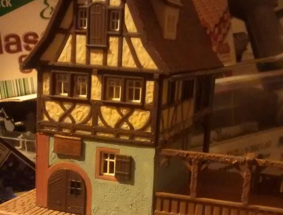 Das Weinhaus Nusch zeugt mal wieder von Doncolors Hang zur Modelleisenbahn. Die Aufhübschung eines Hauls aus der Bucht steht an.
