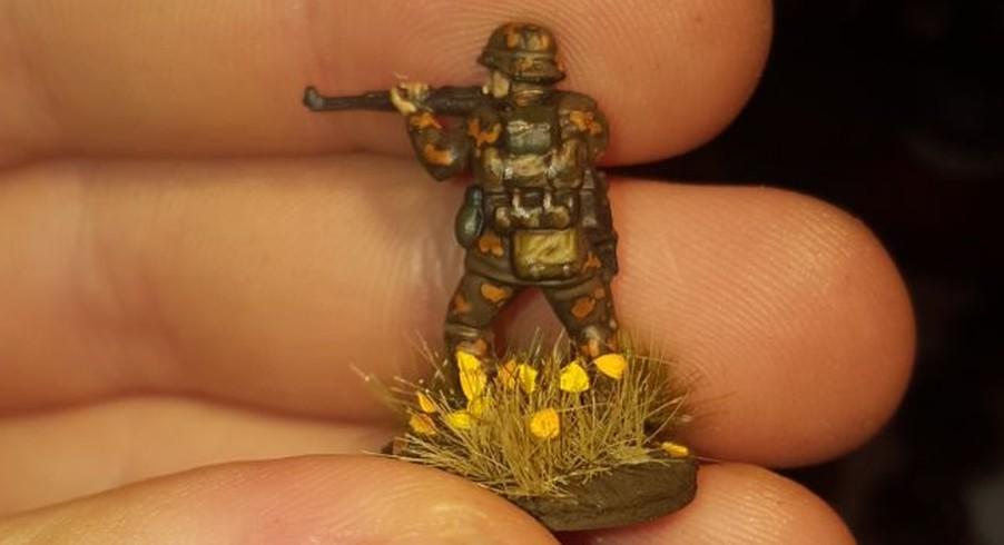 Jarno bevorzugt Figuren von Plastic Soldier wie diese Panzergrenadiere. Tarnmuster Eichenlaub ist angesagt.