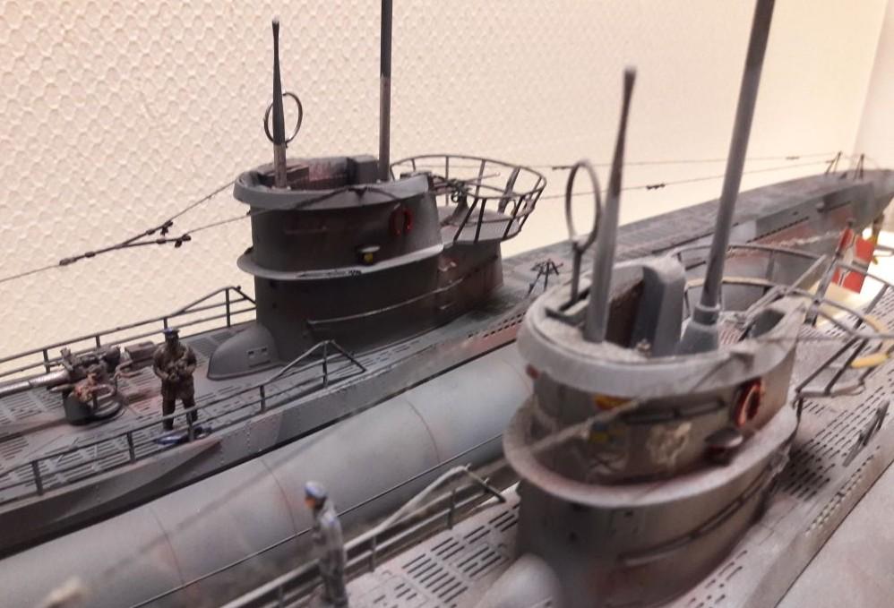 Josef hat zwei U-Boote im Trockendock, an denen gewerkelt wird. U-69 (Typ VII C) und U-253 (Typ VII C). Es ist der ausverkaufte | Revell 05015 Bausatz.