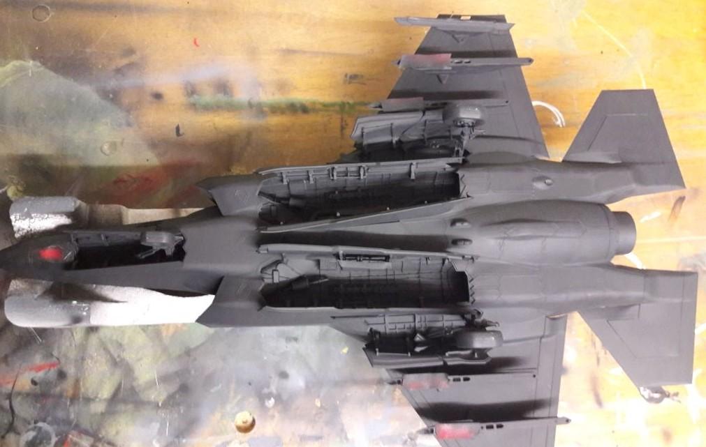 Josef ist auch ein Liebhaber großer Maßstäbe... Im Bastelkeller geht es auch einer F-35 von Italeri ans Leder. Maßstab: 1:35.
