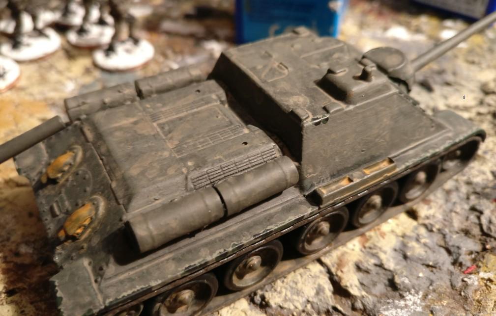 Fertig montiert steht das Armourfast SU-85 nun da. Besser wie vorher ist es... That's ist. Aus dem Versuch kann man jedenfalls lernen.