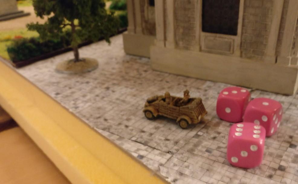Der flüchtige Herr Gauleiter auf der Rückbank seines Kübels. Hinterm Landeshaus steckt er, will sich durchmogeln und entfleuchen. Wer wird den Schurken fangen?