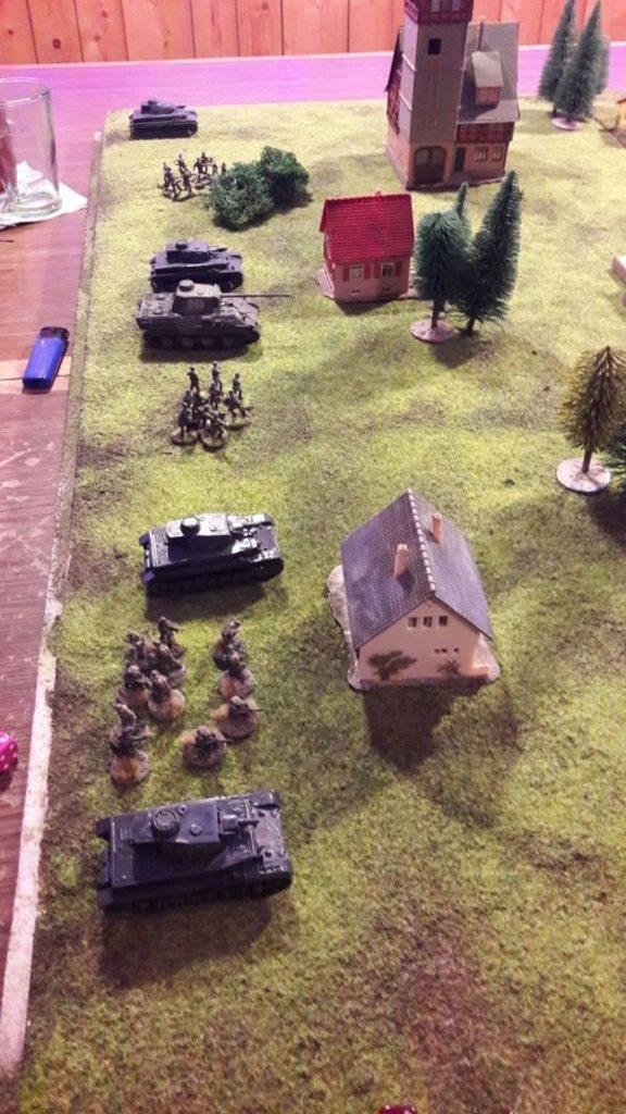 Beim zwoten Spiel geht mehr. Ein Panther (Der geile Panther!) und vier Panzer IV...