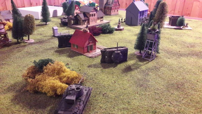 Das große Finale: Bis zur letzten Runde hatten die Engländer noch nen Churchill und nen Schörmi. Knapper Ausgang: Erst in der letzten Runde konnten der geile Panther und die Jungs den beiden einen verlöten.