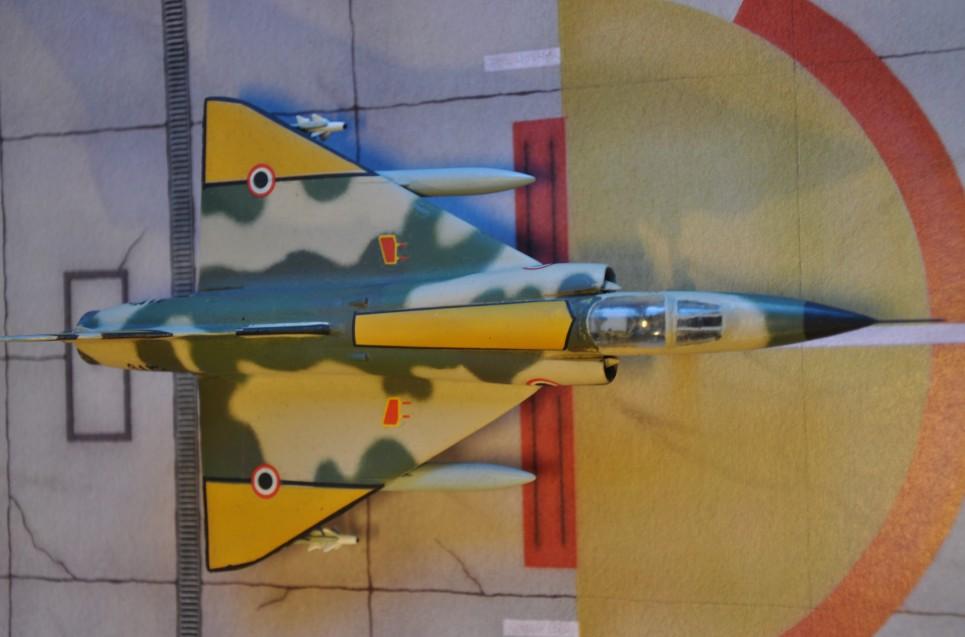 Das Mirage 5SDE-Modell von High Planes von oben. Die gelben Flächen sollten helfen, sie von israelischen und lybischen Mirages zu unterscheiden.