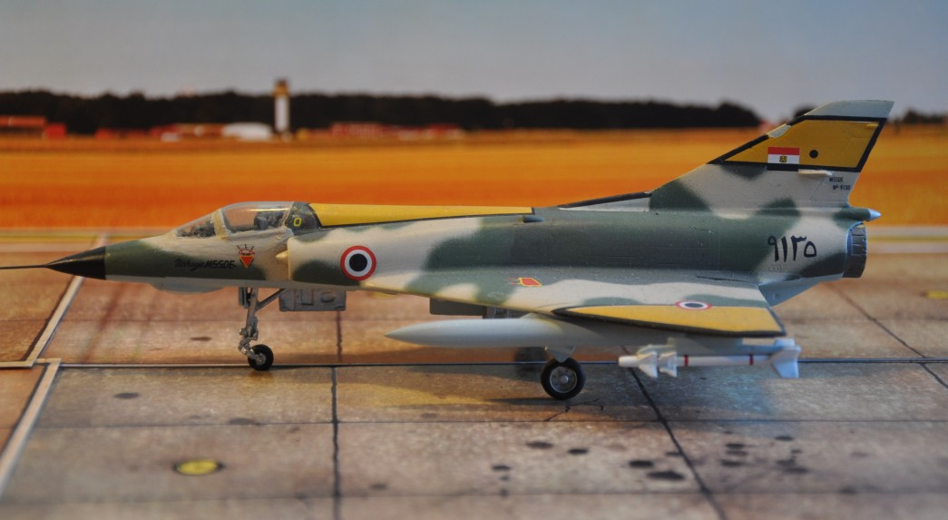Ägypten nutzte insgesamt 54 Mirage 5SDE. Die Mirages bildeten drei gemischte Geschwader, die jeweils über zwei Mirage-Staffeln und eine MiG-21-Staffel verfügten.