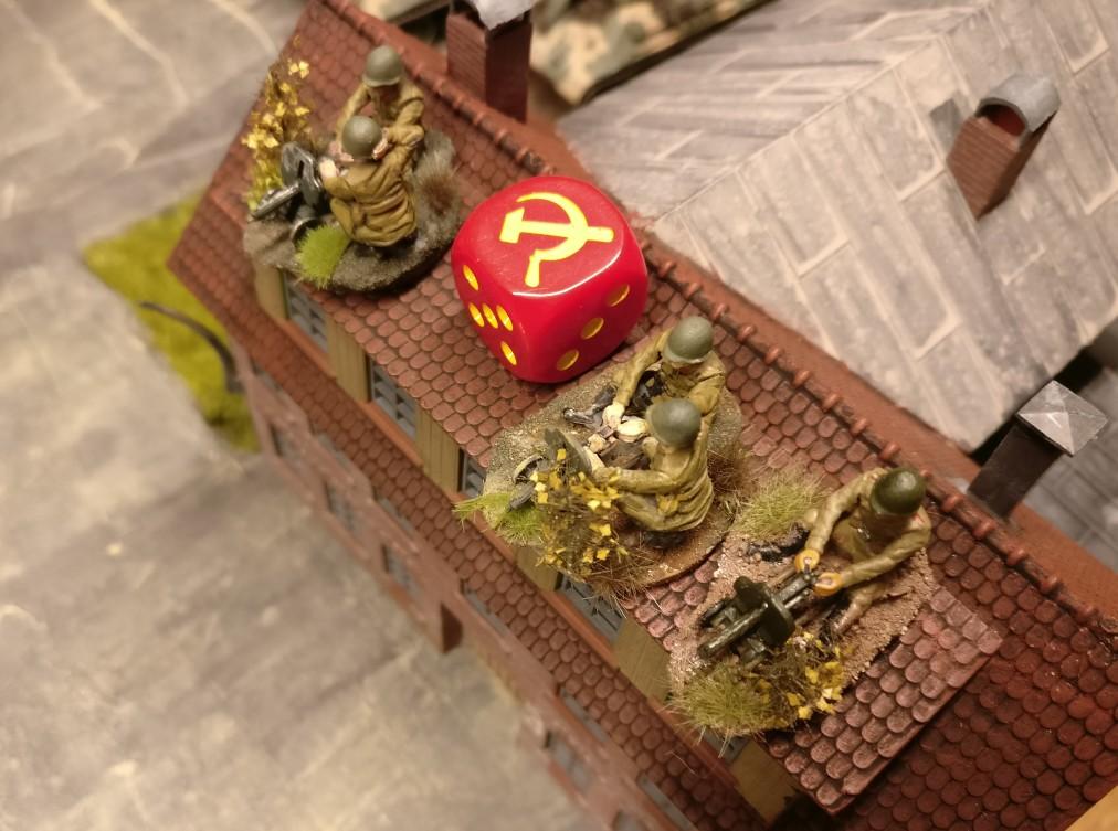 Das Heizhaus ist eine Schlüsselposition mit niedrigem taktischem Wert. Sie wurde hier mit  einem roten Sichelwürfel markiert.