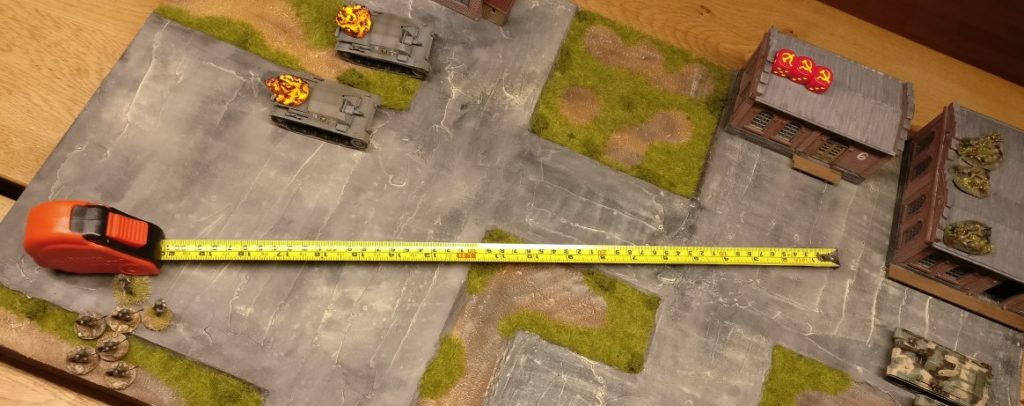 Der Stoßtrupp von Hauptmann Hornung ist noch nicht nahe genug an Halle 5 herangekommen. Daher kann der Spieler der Roten Armee für Halle 5 ( Schlüsselposition von mittlerem taktischem Wert ) vier zusätzliche Kommandokarten erwirken.