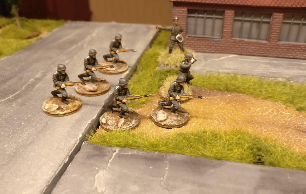 Hauptmann Hornung von der 4. Kompanie hat sich festgefahren. Die Rote Armee hockt in allen Löchern der Fabrik und kämpft verbissen.