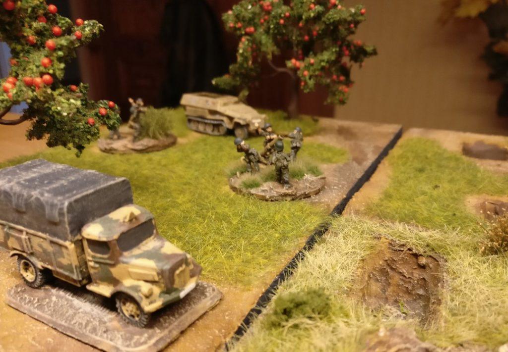 Der Lkw hat bereits hinreichend Munition für einen ordentlichen Feuerüberfall herangekarrt.
