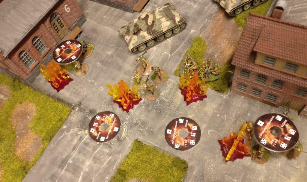 Bei zwei Zielen weicht der Sschuss zu stark ab und der Feuerschlag geht ins Leere. Aber zwei Ziele ( die beiden äußeren ) kriegen eine auf die Zwölf.