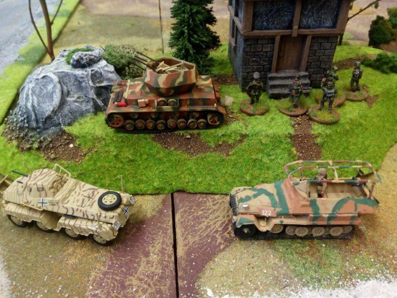 """Der Flakpanzer IV Wirbelwind wartet auf seine besten Freunde: Die Jabos. Der Acht-Rad-Spähpanzer und der Schützenpanzerwagen Sd.Kfz. 251 warten auf das Signal """"Doppelstern Rot"""" um dem Gegner mal so richtig einzuheizen."""