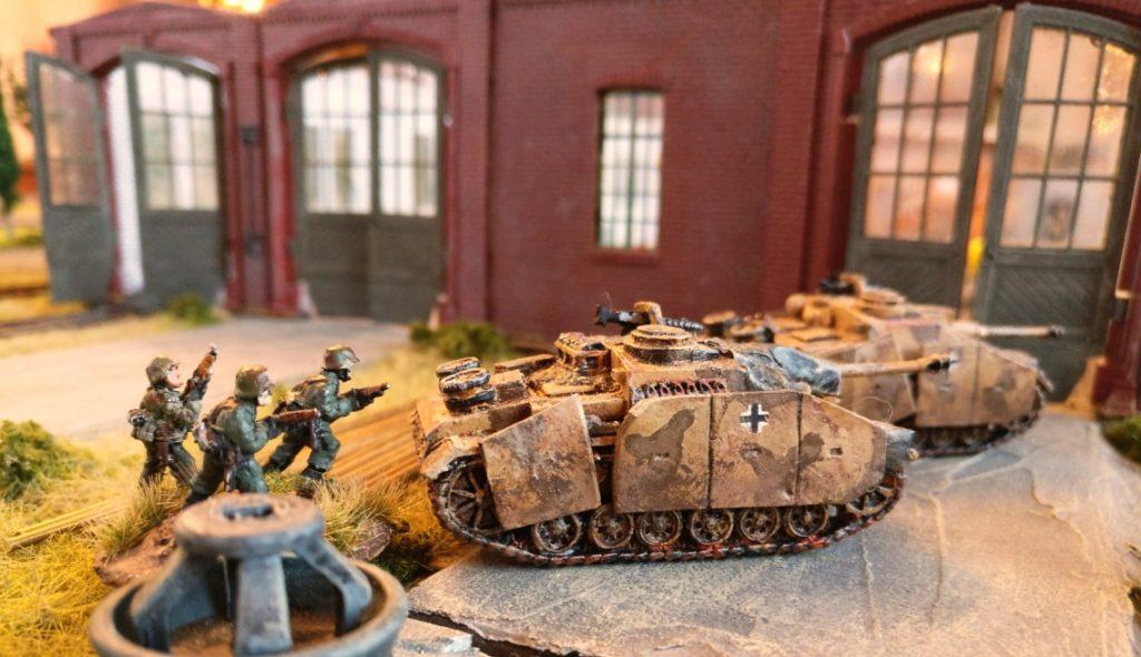 Die beiden StuG III  im Einsatz in Shturmigrad.