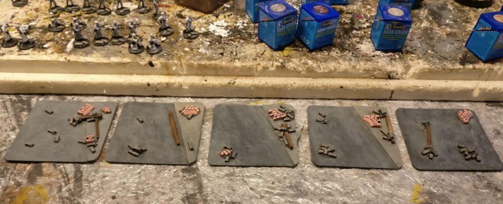 Einige Basen aus Bierdeckel mit Sandstein-Mauerstücken - andere Perspektive.