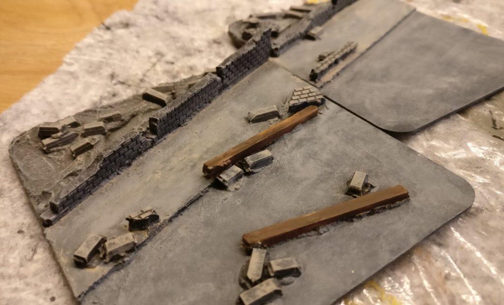 Hier wieder die beiden Prachtstücke mit den Mauersockeln.