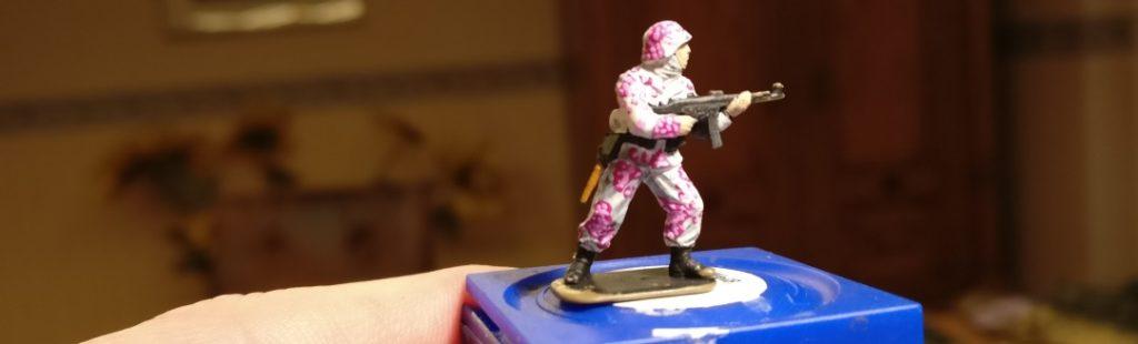 """Hier wurde dem Elitekämpfer die zweite Farbe des Eichenlaubtarn """"Pink Unicorn"""" beschert."""