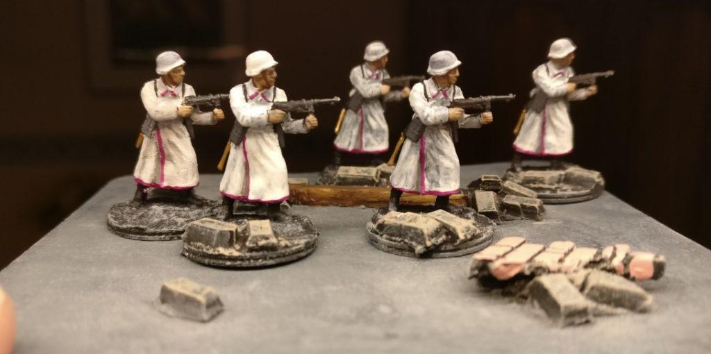 Gruppenbild mit Maschinenpistole. Pink Warriors aus dem Italeri Set 6068 German Elite Troops.