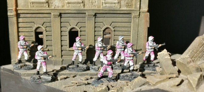 Trupp #2 aus dem Italeri Set 6068 German Elite Troops im Sonnenbad.