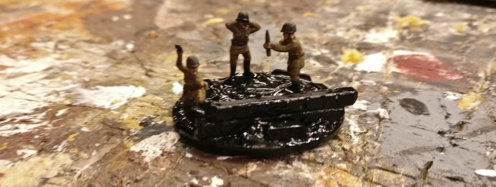 Bis auf die Figuren aus dem Set Plastic Soldier Russian Infantry Heavy Weapons (WW2015004) wird alles schwarz grundiert.