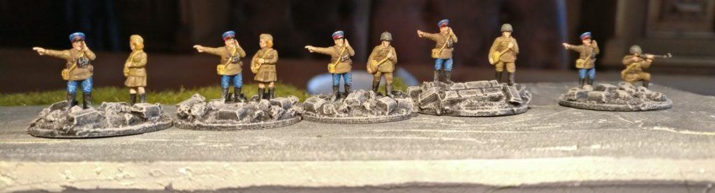 Ein Company Commander und vier Platoon Commander für PBI aus dem Set Plastic Soldier Russian Infantry in Summer Uniform (WW2015001)