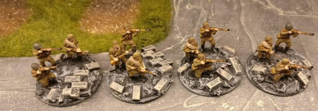 Vier Rifles im 2. Zug. Für PBI, aus dem Set Plastic Soldier Russian Infantry in Summer Uniform (WW2015001)