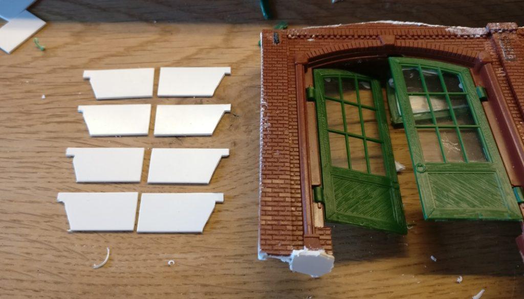 Hier Tor und Verlängerungen der Flügel nebeneinander.