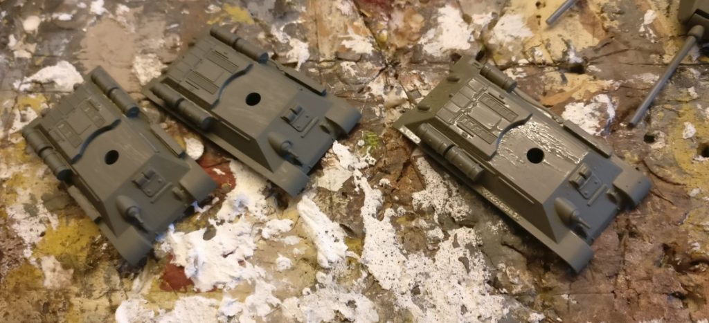 Der Auftrag der Grundfarbe auf die T-34 von Plastic Soldier ist recht unspektakulär.