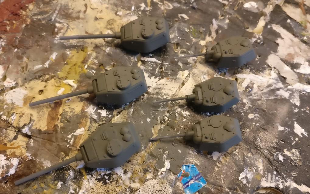 Auch die Türme der T-34 von PSC  bekommen satt Grüngrau ab. Ich bemale beide Türme, den 76,2mm Turm und den 85mm Turm.