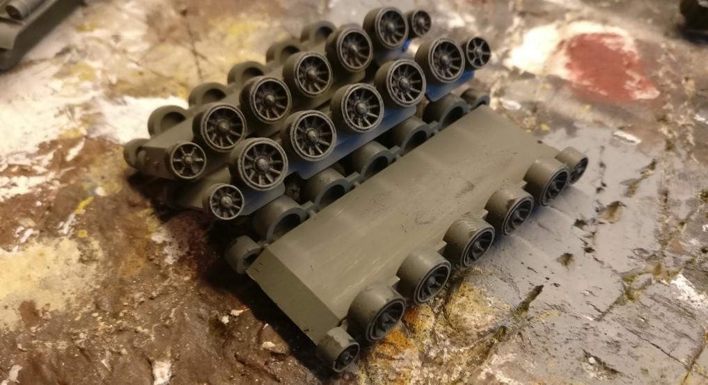 Das Laufwerk der T-34 von PSC wird auch trockengebürstet.
