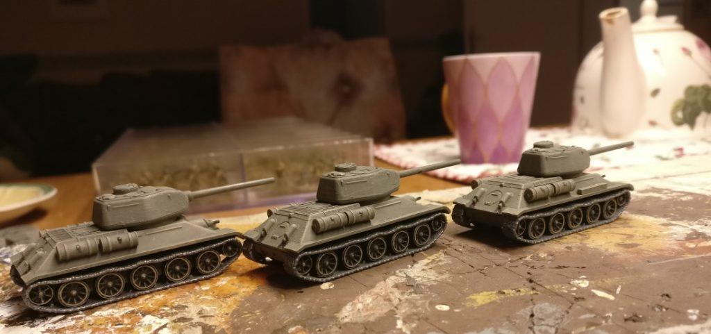 Der ganze T-34/85 von Plastic Soldier Company. mit Wannenoberteil,.