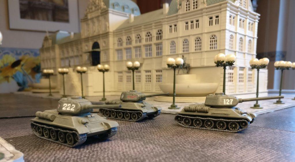 Die T-34/85 von Plastic Soldier beim Erobern von Königsberg...