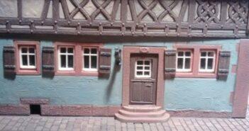 """Aschaffenburg-1945"" kommt näher. Das schnieke Fachwerkhaus (ex Faller Bausatz B-933 Weinhaus Nusch) nach Doncolors erster Behandlung."