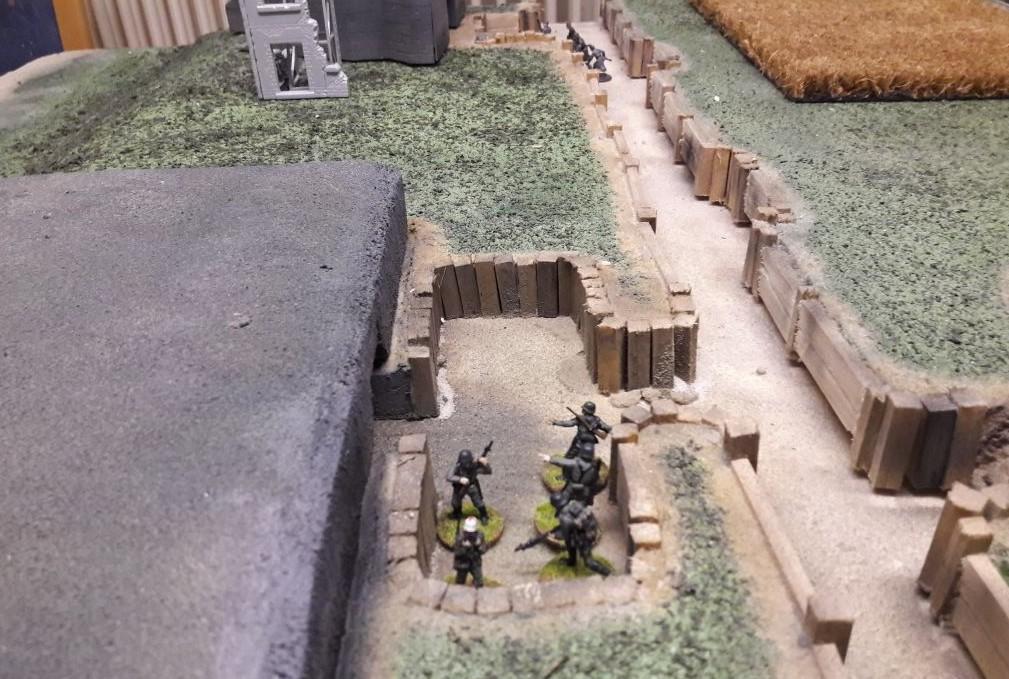 Ein Teil der Bunkerbesatzung bei der Raucherpause auf dem Aschaffenburger Behind-Omaha-Gedächtnis-Game
