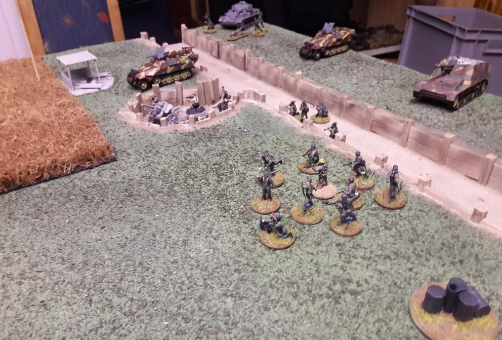 Ein Trupp deutscher Infanterie geht vor.