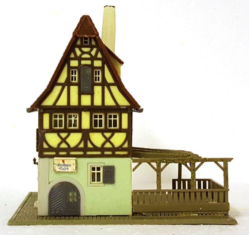 """""""Aschaffenburg-1945"""" ruft: Rohmaterial für den Bau der Spielplatte. in Form des Faller Bausatz B-933 Weinhaus Nusch"""