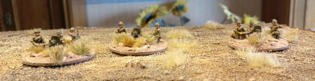 Hier die drei fertigen Maxim-MG-Teams der sowjetischen 43. Armee.